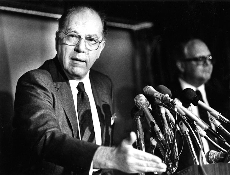 Lyndon LaRouche speaks to reporters at the National Press Club in Washington on May 5, 1988. (Photo: The Washington Post via Getty Images)