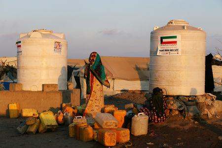 Women collect water from a charity tap at a camp sheltering displaced people from the Red Sea port city of Hodeidah near Aden, Yemen November 12, 2018. Pictures taken November 12, 2018. REUTERS/Fawaz Salman