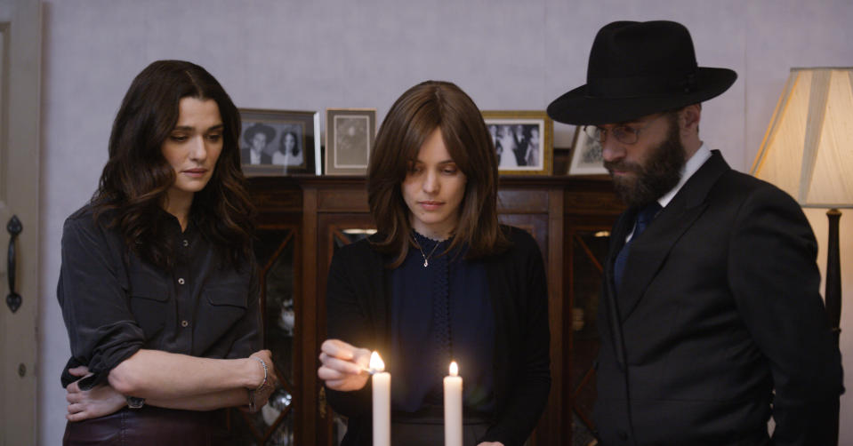 Rachel Weisz, left, Rachel McAdams, and Alessandro Nivola in a scene from <em>Disobedience</em>. (Photo: Bleecker Street via AP)
