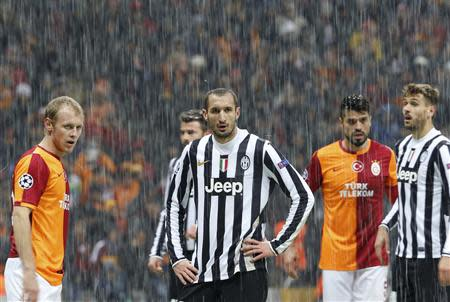 Players of Galatasaray and Juventus react as their match is paused for 20 minutes due a heavy snowfall during their Champions League soccer match in Istanbul December 10, 2013. REUTERS/Murad Sezer