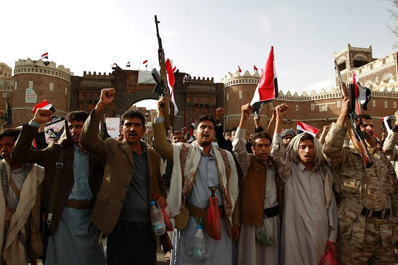 Yemeni supporters of the Shiite Huthi movement raise their weapons during a rally in the capital Sanaa on June 14, 2015, against air strikes by the Saudi-led coalition on rebel targets (AFP Photo/Mohammed Huwais)