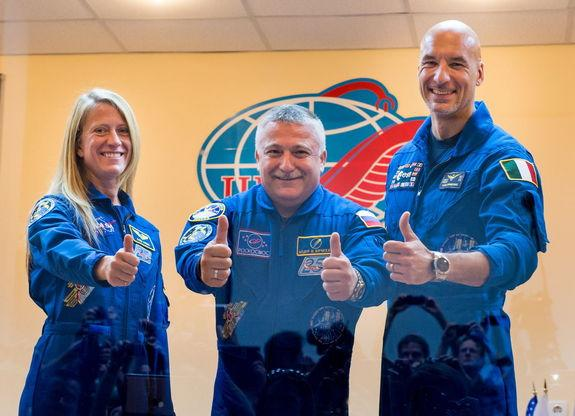 Expedition 36/37 Soyuz Commander Fyodor Yurchikhin of the Russian Federal Space Agency (Roscosmos), center, Flight Engineers; Karen Nyberg of NASA, left, and Luca Parmitano of the European Space Agency, give a thumbs up after the crew's press c