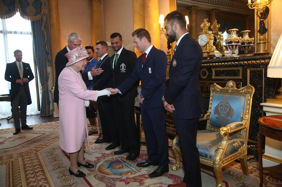 LONDON, ENGLAND - MAY 29: Queen Elizabeth II meets England cricket captain Eoin Morgan (2R), Afghanistan captain Gulbadin Naib (L), Australia captain Aaron Finch (2L), Bangladesh captain Masrafe Bin Mortaza (3L) and India captain Virat Kohli (R) at Buckingham Palace on May 29, 2019 in London, England. The captains of the teams taking part in the ICC Cricket World Cup meet for a photograph in the 1844 Room at Buckingham Palace in London, ahead of the competition's Opening Party on the Mall. (Photo by Yui Mok - WPA Pool/Getty Images)
