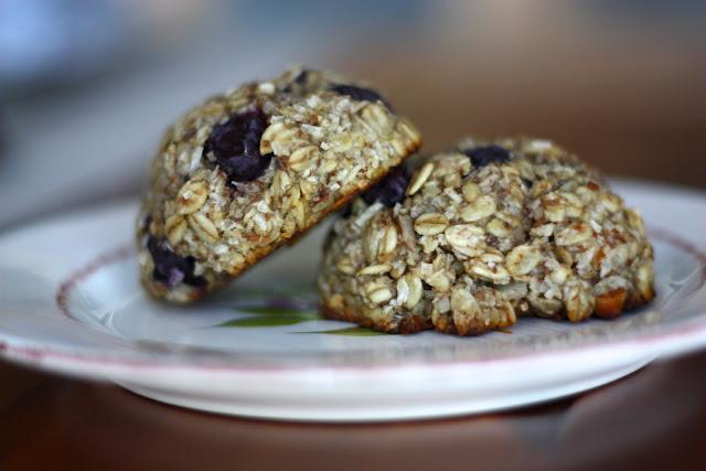 """<div class=""""caption-credit""""> Photo by: Dough-Eyed Girls</div><div class=""""caption-title"""">Gluten-Free Breakfast Cookie</div>We very much like the idea of starting the day with a cookie. This gluten-free breakfast-appropriate version is made with <a rel=""""nofollow noopener"""" href=""""http://www.bobsredmill.com/Gluten-Free-Oats/"""" target=""""_blank"""" data-ylk=""""slk:gluten-free oats"""" class=""""link rapid-noclick-resp"""">gluten-free oats</a>, bananas, and blueberries, and would also make a nice afternoon snack with a cup of tea. <br> <br> <b>Recipe: <a rel=""""nofollow noopener"""" href=""""http://dougheyedgirls.blogspot.ca/2012/09/gluten-free-breakfast-cookies.html"""" target=""""_blank"""" data-ylk=""""slk:Gluten-Free Breakfast Cookies"""" class=""""link rapid-noclick-resp"""">Gluten-Free Breakfast Cookies</a></b> <br>"""