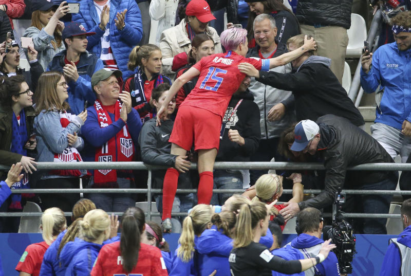 REIMS, FRANCE - JUNE 11: Megan Rapinoe of USA and teammates celebrate the victory with their fans following the 2019 FIFA Women's World Cup France group F match between USA and Thailand at Stade Auguste Delaune on June 11, 2019 in Reims, France. (Photo by Jean Catuffe/Getty Images)