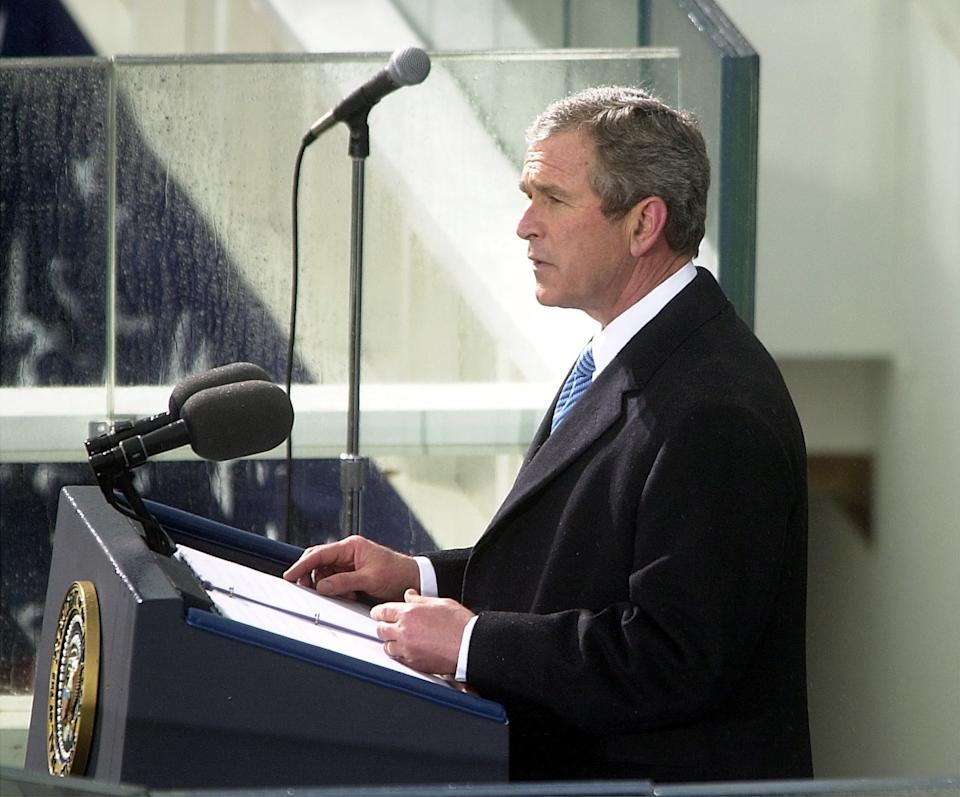KRT US NEWS STORY SLUGGED: INAUGURATION KRT PHOTOGRAPH BY JOE BURBANK/ORLANDO SENTINEL (January 20) WASHINGTON, DC -- George W. Bush gives his speech to the nation after taking the oath of office on the west front of the U.S. Capitol on Saturday, January 20, 2001. (Photo by OR) PL KD BL 2001 (Horiz) (mvw)