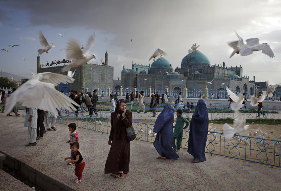 """Families visit the shrine of Hazrat Ali, or the Blue Mosque, in Mazar-i-Sharif in Afghanistan on May 11, 2012. The historical mosque attracts thousands of pilgrims each year. (Kuni Takahashi, Japan, Finalist, Lifestyle, Professional Competition, 2013 Sony World Photography Awards) <br> <br> <a href=""""http://worldphoto.org/about-the-sony-world-photography-awards/"""" rel=""""nofollow noopener"""" target=""""_blank"""" data-ylk=""""slk:Click here to see the full shortlist at World Photography Organisation"""" class=""""link rapid-noclick-resp"""">Click here to see the full shortlist at World Photography Organisation</a>"""