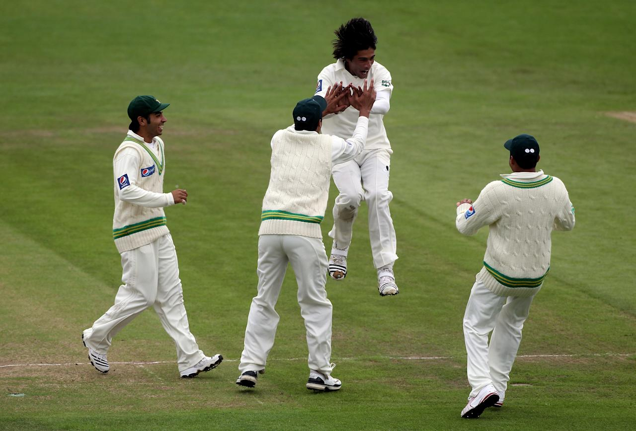 LEEDS, ENGLAND - JULY 22:  Mohammad Aamer of Pakistan jumps towards team mates as he celebrates the wicket of Simon Katich during day two of the 2nd Test between Pakistan and Australia at Headingley Carnegie Stadium on July 22, 2010 in Leeds, England.  (Photo by Julian Herbert/Getty Images)