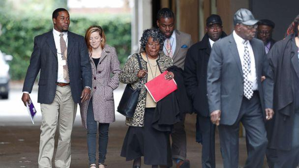 PHOTO: The family of Walter Scott arrives at the Charleston federal court house building for the 4th day of testimony during the sentencing hearing for former North Charleston police officer Michael Slager in Charleston, S.C, Dec. 7, 2017. (Randall Hill/Reuters)
