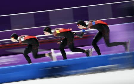 Speed Skating - Pyeongchang 2018 Winter Olympics - Women's Team Pursuit competition finals - Gangneung Oval - Gangneung, South Korea - February 21, 2018 - Ivanie Blondin, Josie Morrison and Isabelle Weidemann of Canada compete. REUTERS/John Sibley