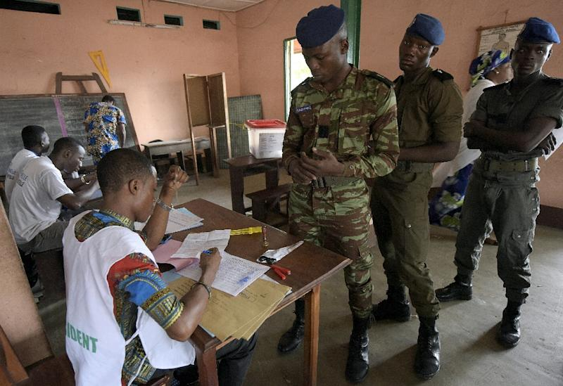 Soldiers arrive at a polling station to cast their ballots in Cotonou for the presidential run-off election, on March 20, 2016 (AFP Photo/PIous Utomi Ekpei)