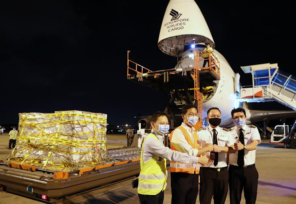 (Left to right): SIA CEO Goh Choon Phong, Minister For Transport One Ye Kung together with SIA pilots posing in front of the first shipment of the Pfizer-BioNTech vaccine on 21 December, 2020. (PHOTO: MCI)