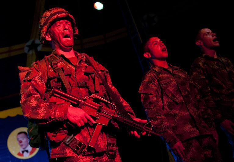 Colombian soldiers sing in tribute to their comrades fallen in combat, at the end of a show of the Army's Colombia Circus, in Tibirita, Cundinamarca department, on March 8, 2014