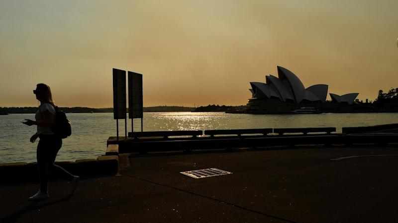 The heavy smoke that is smothering Sydney is forecast to persist into the weekend