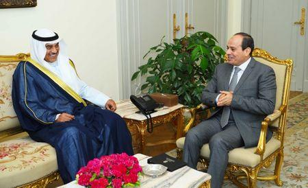 Egyptian President Abdel Fattah al-Sisi (R) speaks with Kuwait's Foreign Minister Sabah Al-Khalid al-Sabah in Cairo, Egypt, July 17, 2017. Egyptian Presidency/Handout via REUTERS