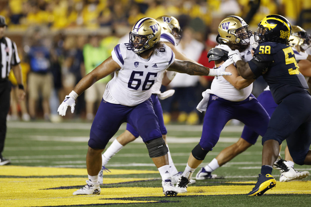 Washington offensive lineman Henry Bainivalu (66) could be a solid Day 3 fit for the Eagles. (Photo by Joe Robbins/Icon Sportswire via Getty Images)