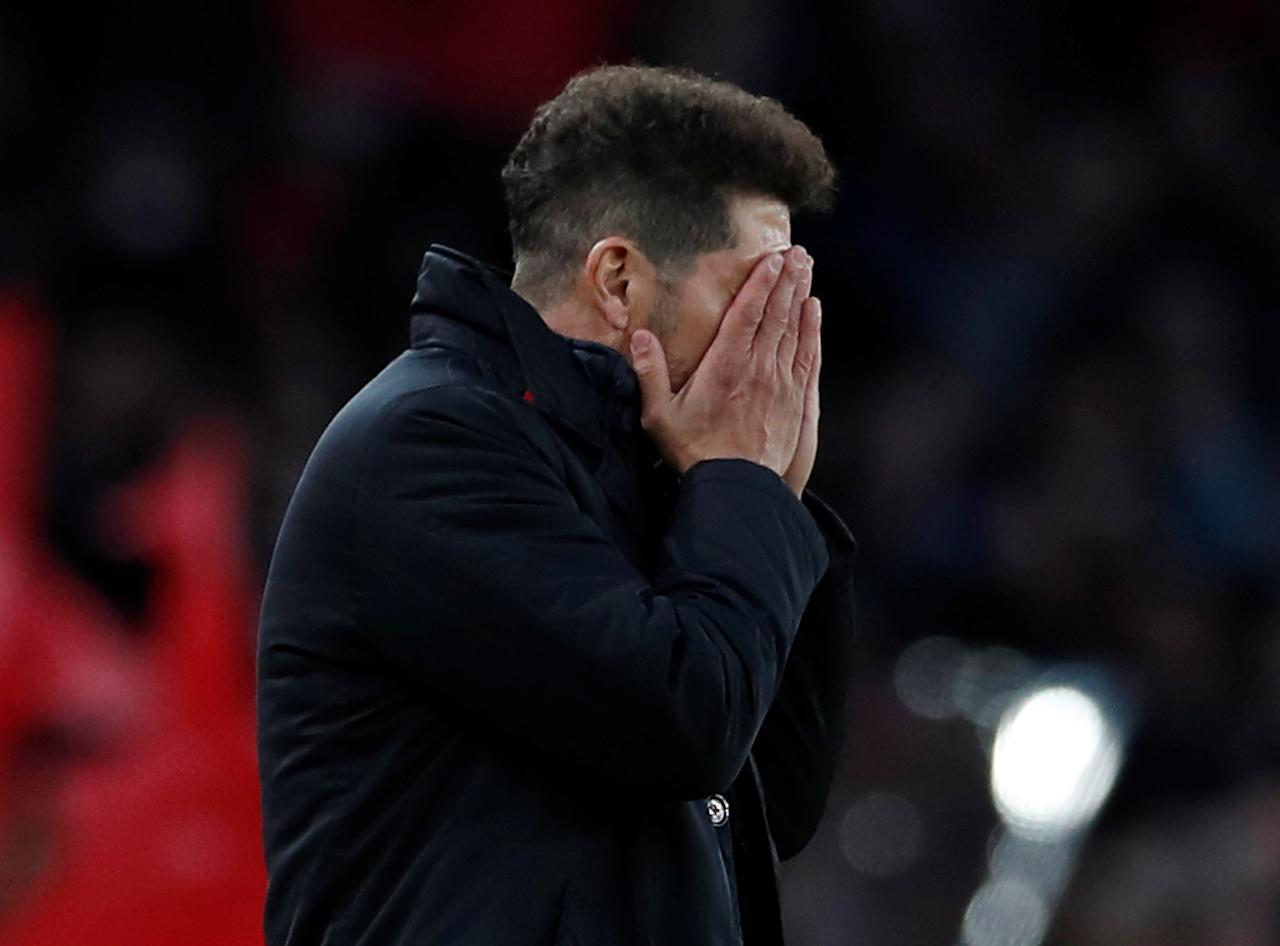 Soccer Football - Europa League Semi Final First Leg - Arsenal vs Atletico Madrid - Emirates Stadium, London, Britain - April 26, 2018   Atletico Madrid coach Diego Simeone reacts   Action Images via Reuters/Andrew Couldridge