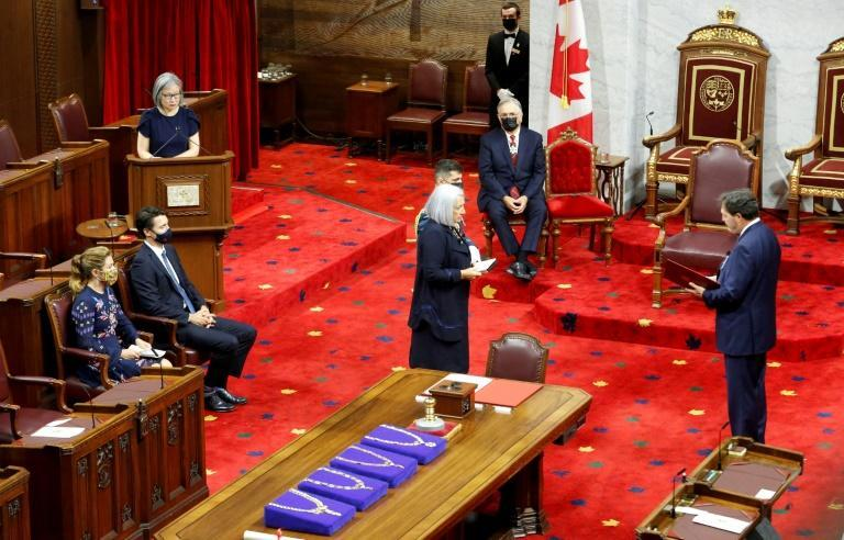 Mary Simon is sworn in as her husband Whit Fraser, Prime Minister Justin Trudeau, and his wife Sophie look on