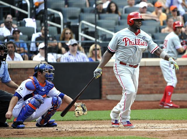 Philadelphia Phillies' Ryan Howard, front right, hits an RBI-double off of New York Mets starting pitcher Dillon Gee as Mets catcher Travis d'Arnaud looks on in the fourth inning of a baseball game on Sunday, Aug. 31 2014, in New York. (AP Photo/Kathy Kmonicek)