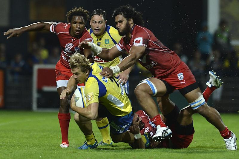 Clermont's French centre Aurelien Rougerie (C) is tackled by Montpellier players during the French Top 14 rugby union match ASM Clermont-Auvergne vs Montpellier on August 29, 2014 at the Marcel Michelin Stadium in Clermont-Ferrand (AFP Photo/Jeff Pachoud)