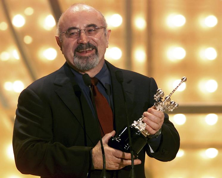 File photo of Bob Hoskins speaking as he holds his Donostia Award in San Sebestian