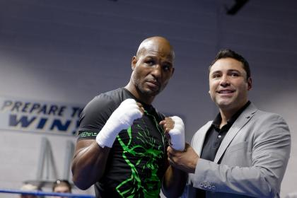 Promoter Oscar De La Hoya (R) poses for a picture with Bernard Hopkins. (AP)