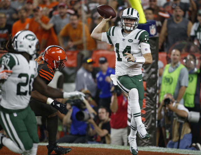 New York Jets quarterback Sam Darnold, right, throws a pass against the Cleveland Browns during the first half of an NFL football game Thursday, Sept. 20, 2018, in Cleveland. (AP Photo/Ron Schwane)