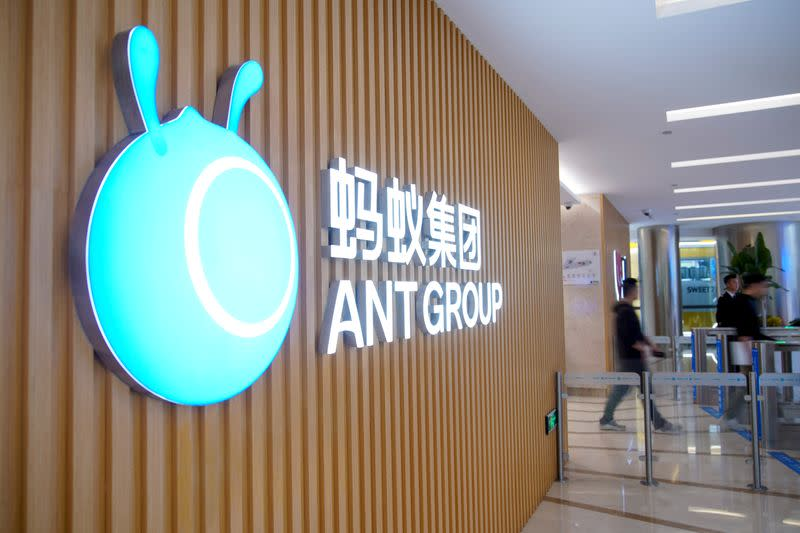 Il logo Ant Group a Hangzhou, in Cina