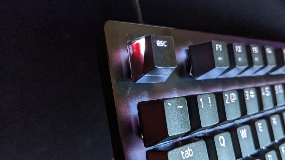 The LED of the Huntsman doesn't shine through the entirety of the Phantom keycaps (Photo: Yahoo Gaming SEA)