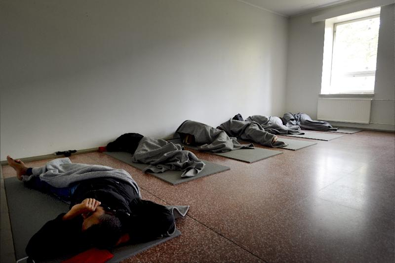 Migrants sleep in a refugee center located in former barracks, in Lahti, Finland, on September 25, 2015 (AFP Photo/Markuu Ulander)