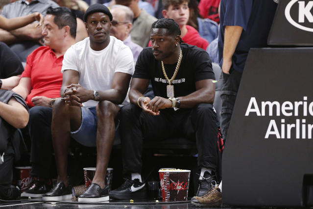 "Antonio Brown (R), pictured at a <a class=""link rapid-noclick-resp"" href=""/nba/teams/miami/"" data-ylk=""slk:Miami Heat"">Miami Heat</a> game in October, had another incident involving police at his South Florida home. (Photo by Michael Reaves/Getty Images)"