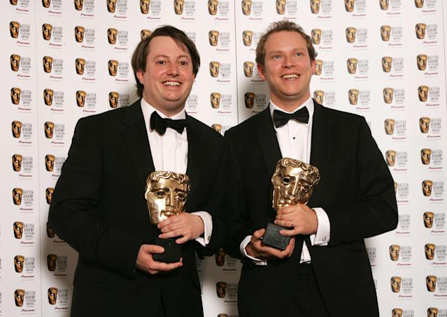 <em>Peep Show</em> stars David Mitchell (left) and Robert Webb pose with the Best Comedy Programme Bafta for <em>That Mitchell and Webb Look</em> at the London Palladium in 2007. (Dave Hogan/Getty Images)