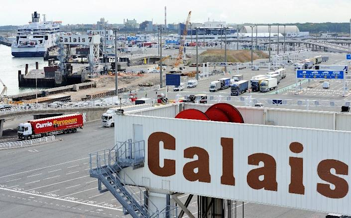 Protesting French seamen have ended their blockade of the northern port of Calais, after stranding thousands of cross-Channel ferry passengers on a busy bank holiday weekend in Britain (AFP Photo/Philippe Huguen)