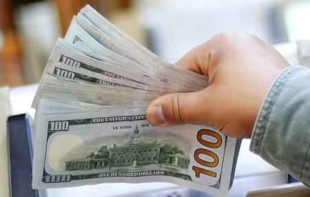 Dollar weighed by Fed prospects; Swiss franc, gold shine on geopolitics