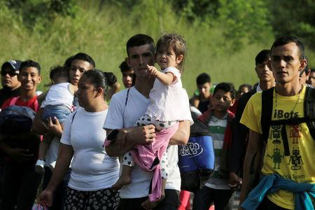 'March of the Migrants' draws over 1000 Hondurans to U.S.  border