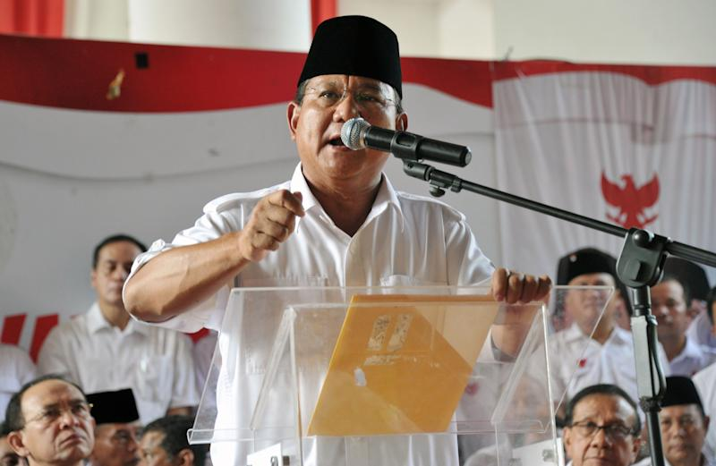 Indonesian presidential candidate Prabowo Subianto delivers a statement prior to the election count announcement in Jakarta on July 22, 2014 (AFP Photo/Bay Ismoyo)