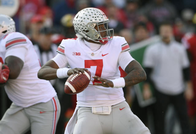 "Ohio State quarterback <a class=""link rapid-noclick-resp"" href=""/ncaaf/players/271419/"" data-ylk=""slk:Dwayne Haskins"">Dwayne Haskins</a> Jr. (7) looks to pass during the first half of an NCAA football game against Maryland, Saturday, Nov. 17, 2018, in College Park, Md. (AP Photo/Nick Wass)"