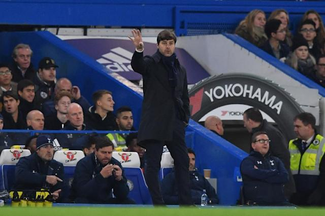 Tottenham Hotspur's head coach Mauricio Pochettino gestures from the touchline during the English Premier League football match between Chelsea and Tottenham Hotspur on November 26, 2016 (AFP Photo/Ben STANSALL)