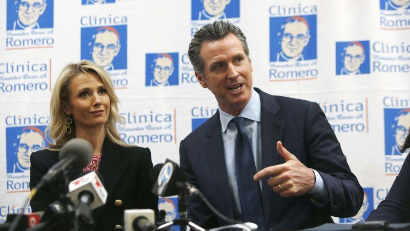 LOS ANGELES, CA-MARCH 28, 2019: Governor Gavin Newsom speaks with wife, Jennifer Siebel, left, during at a roundtable discussion at the ClÃnica Monseñor Oscar A. Romero about Central American migration to Los Angeles and announce his upcoming visit to El Salvador on March 28, 2019, in Los Angeles, California. (Photo By Dania Maxwell / Los Angeles Times)