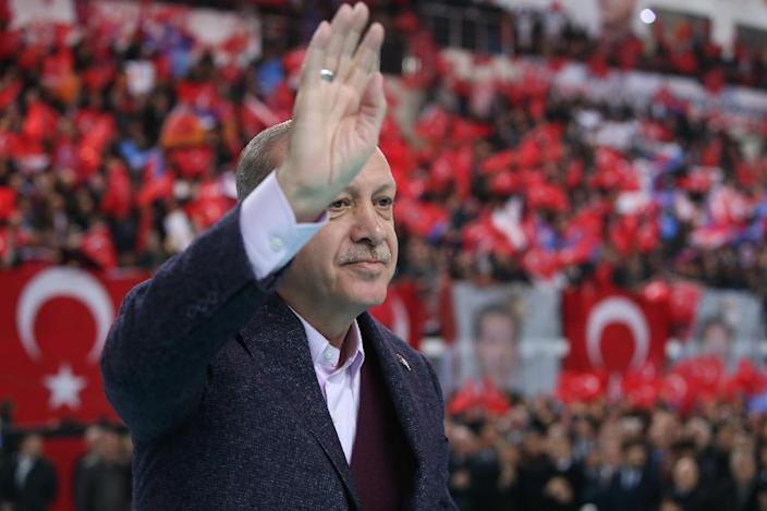 Turkish President Recep Tayyip Erdogan greets supporters during a rally in Sivas (AFP Photo/Yasin Bulbul)