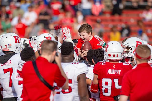 "PISCATAWAY, NJ – APRIL 14: <a class=""link rapid-noclick-resp"" href=""/ncaaw/teams/rak"" data-ylk=""slk:Rutgers Scarlet Knights"">Rutgers Scarlet Knights</a> players surround Mordecai Carthy after he rushed for a long touchdown during the Rutgers Scarlet Knights spring football game on April 14, 2018 at High Point Solutions Stadium in Piscataway, NJ. (Photo by John Jones/Icon Sportswire)"