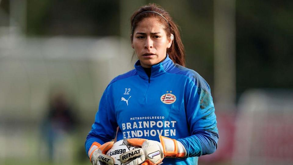 Cecilia Santiago entrenando con el PSV Women | Soccrates Images/Getty Images
