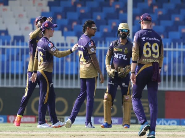 KKR players celebrate the fall of a DC wicket. (Photo/ IPL Twitter)