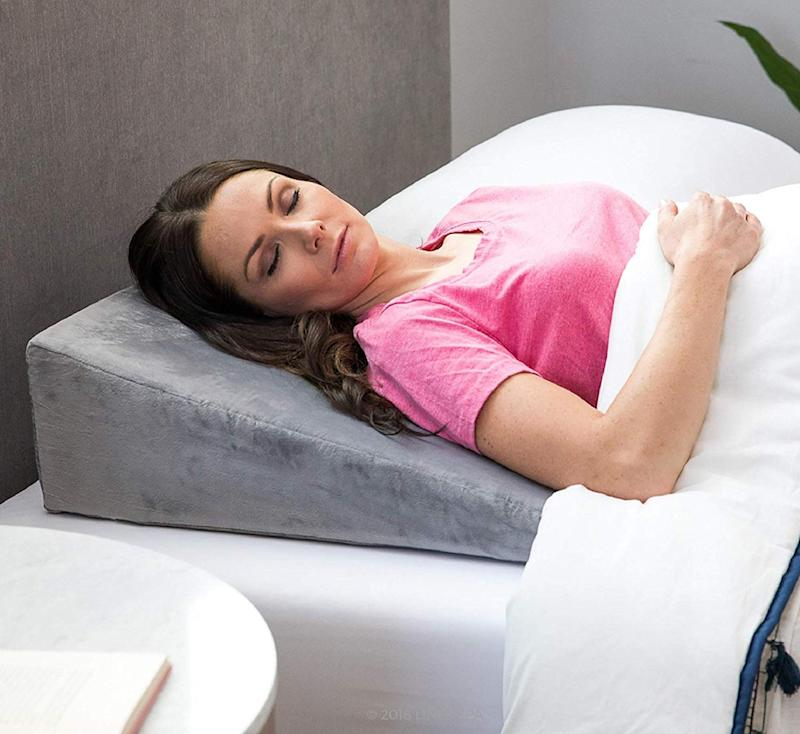 Linenspa Bed Wedge Pillow. (Photo: Amazon)