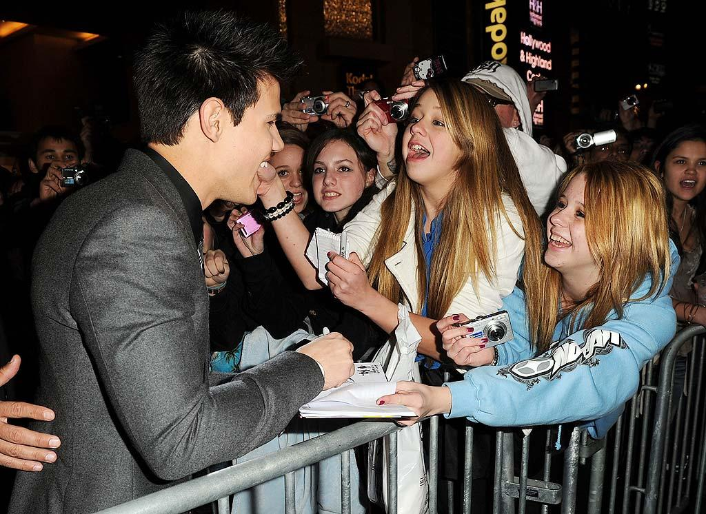"Two days later the dapper dude made some of his fans very happy when he signed autographs for them at the Hollywood premiere of ""Valentine's Day."" Kevin Winter/<a href=""http://www.gettyimages.com/"" target=""new"">GettyImages.com</a> - February 8, 2010"