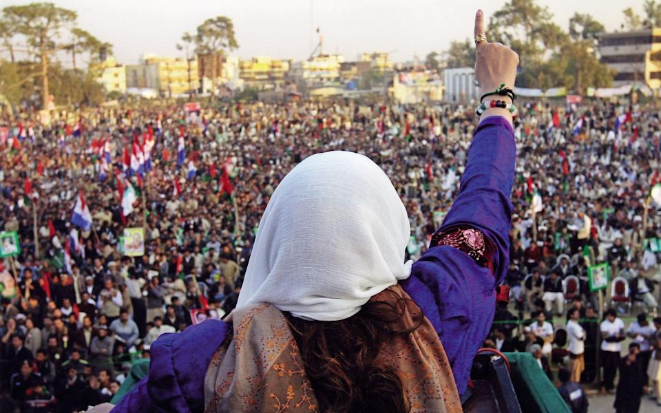 Benazir Bhutto addressing a crowd