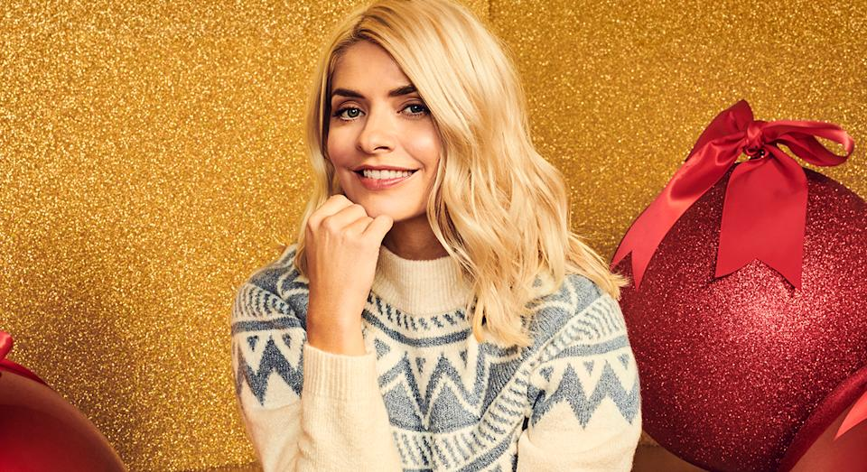 Holly Willoughby showcases M&S's new collection as she wears cosy knitted jumper. (Marks and Spencer)