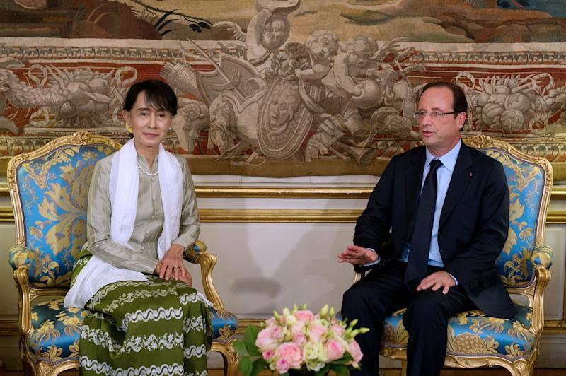 Burmese opposition leader Aung San Suu Kyi, left, and French President Francois Hollande, left, meet at the Elysee Palace, Tuesday, June 26, 2012. Myanmar opposition leader Aung San Suu Kyi is wrapping up her long-awaited European tour with a visit to France that, at her request, puts the accent on youth and includes a debate with students at the Sorbonne. (AP Photo/Bertrand Langlois, Pool)