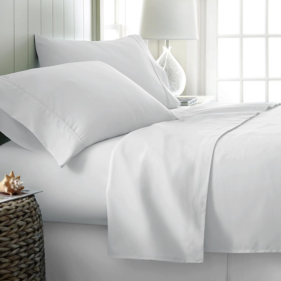 Mayfair Linen 100% Egyptian Cotton Sheets (Photo: Amazon)