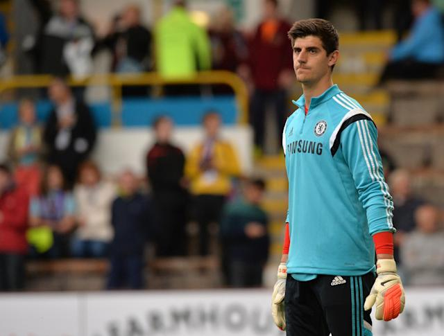 Chelsea's Belgian goalkeeper Thibaut Courtois warms-up ahead of the English Premier League football match between Burnley and Chelsea at Turf Moor in Burnley, north west England on August 18, 2014 (AFP Photo/Paul Ellis )